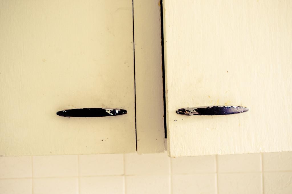 clean kitchen cabinet hardware