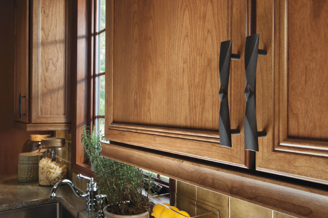 Choosing new cabinet hardware pulls and handles for Flat black kitchen cabinets